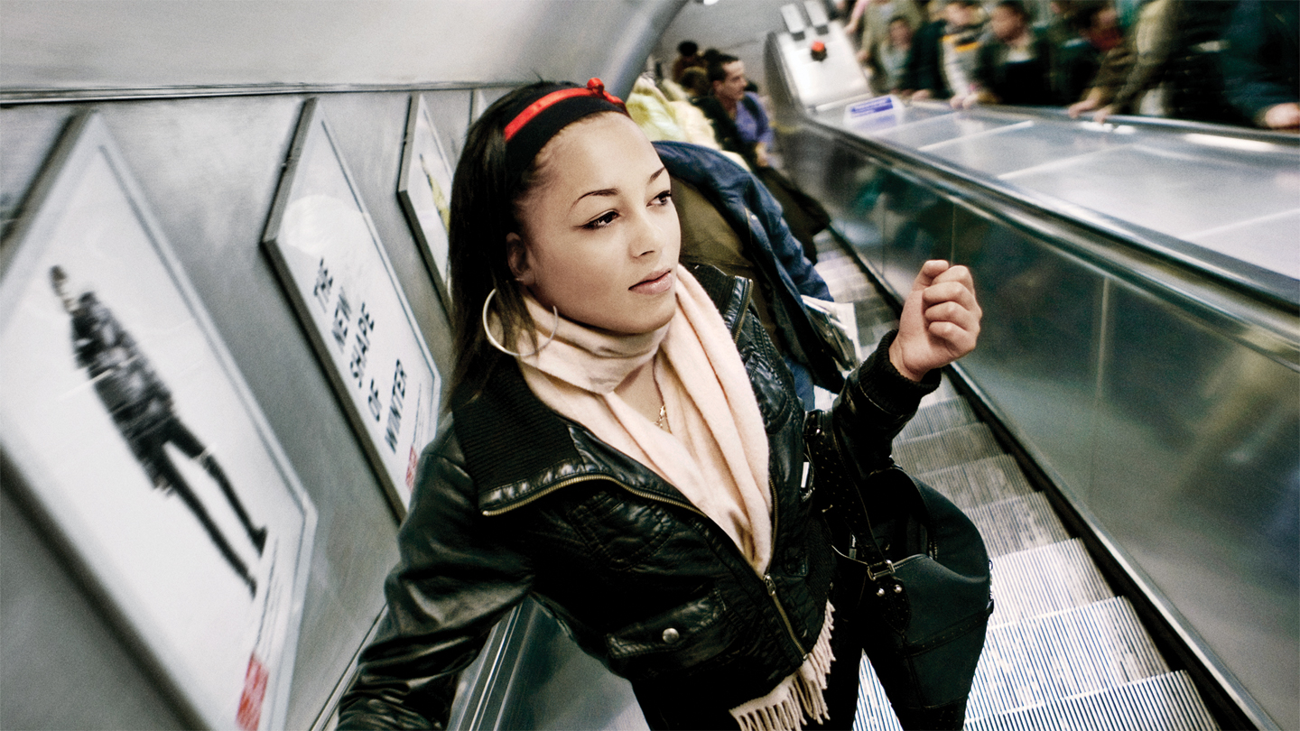 http://www.jabra.hk/Products/Bluetooth/JABRA_PLAY/~/media/Images/Lifestyle%20Images/slider-content/Jabra_Play_City_Subway_Female_1440x810px.jpg